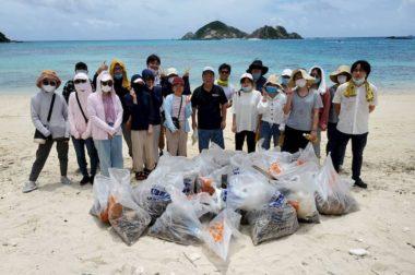 ボランティア活動の一環として渡嘉敷島でビーチクリーン活動